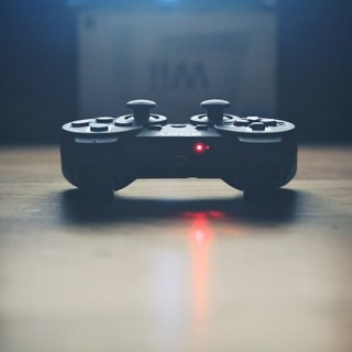 video-controller-336657_640_mini