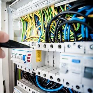 electric-1080584_640_mini