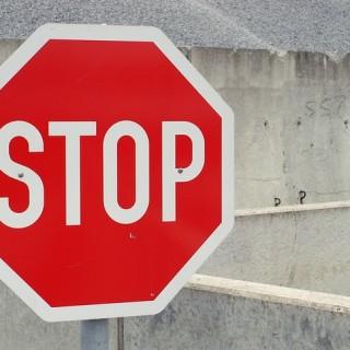 stop-705669_640_mini