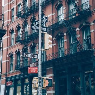 street-925915_640_mini