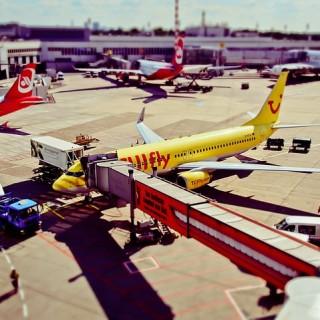 airport-1192440_640_mini