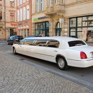 limousine-1126028_640_mini