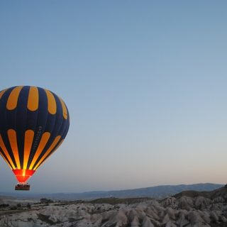 hot-air-balloon-1245927_640