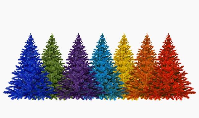 разноцветные ёлки, красная, жёлтая, синяя, оранжевая, фиолетовая, голубая ёлка