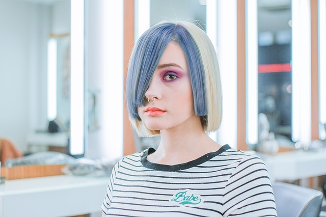 синие волосы причёска