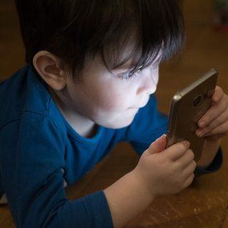 телефон смартфон интернет ребёнок