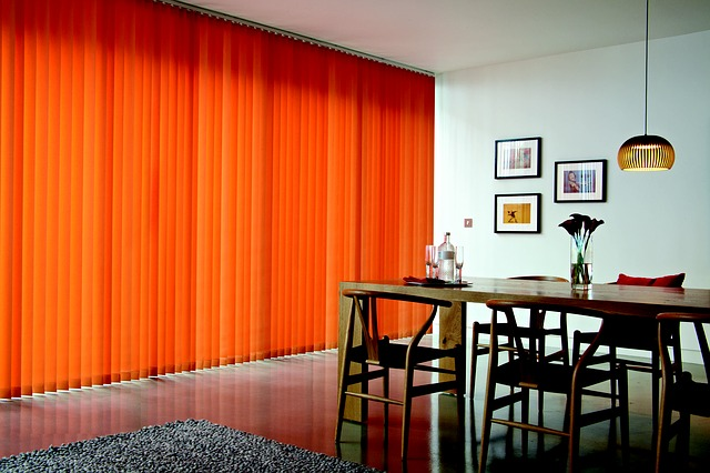 стильные яркие шторы