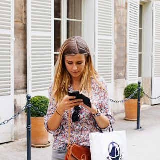 смартфон девушка приложение покупки онлайн
