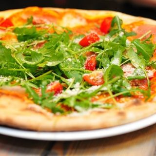 пицца зелень помидоры