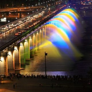 «Фонтан Радуги» в Сеуле мост-фонтан