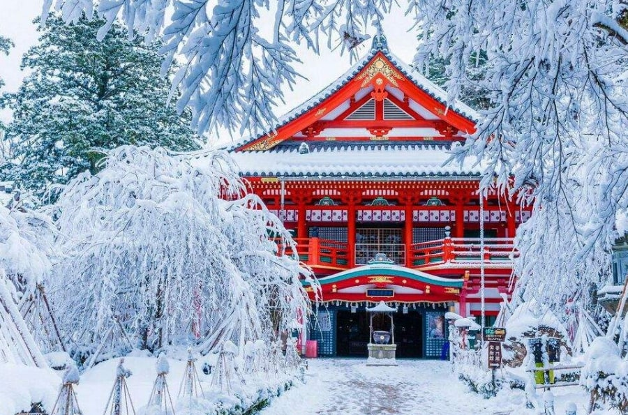 зима Япония