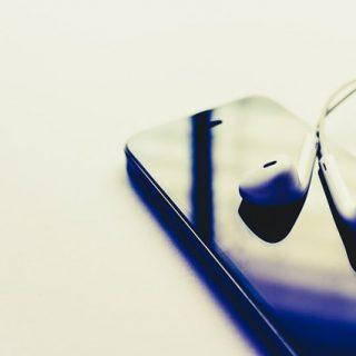 смартфон наушники музыка