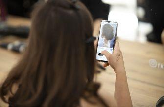 смартфон девушка фото