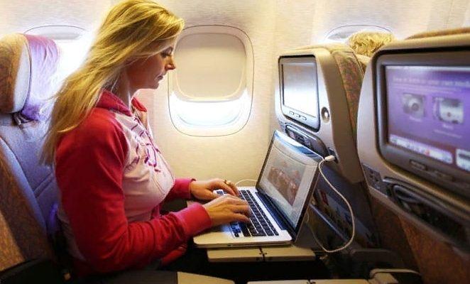самолёт, ноутбук, девушка